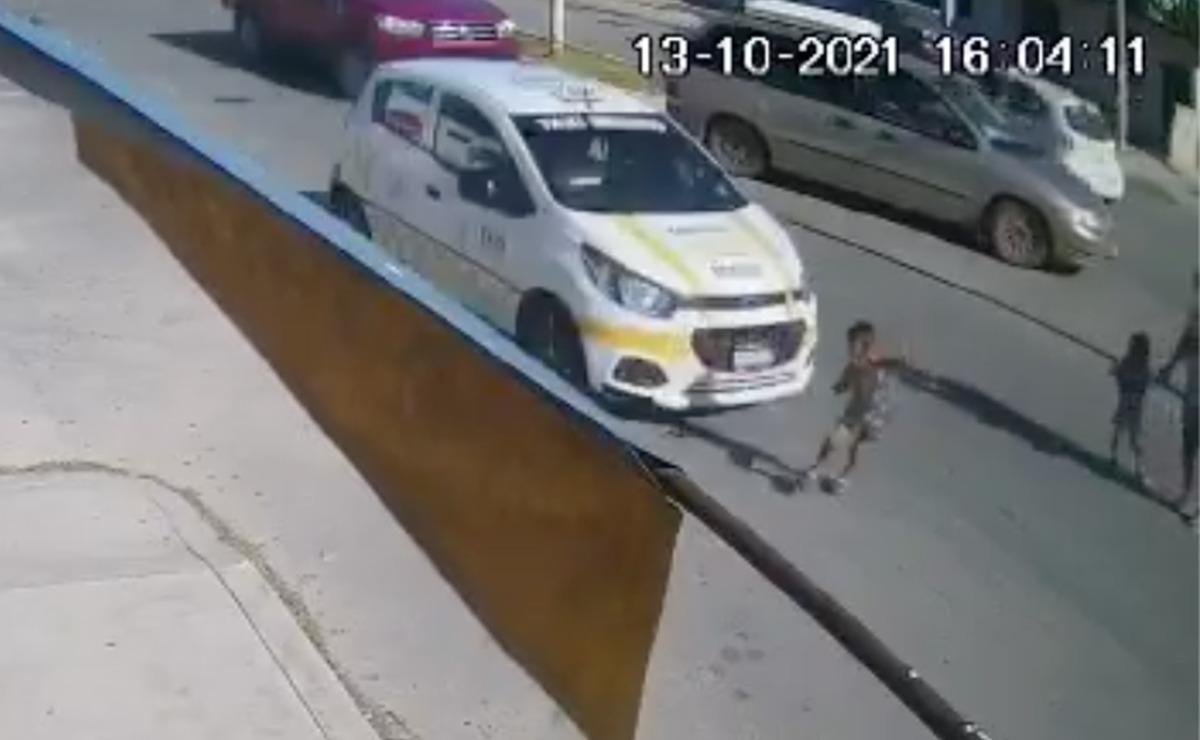 Video: Taxi atropella a niño de tres años en Chetumal y escapa