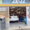 Se mete a comprar a una tienda de Mérida, pero con todo y auto