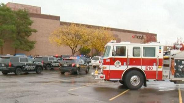 Balacera en centro comercial deja dos muertos y cuatro heridos