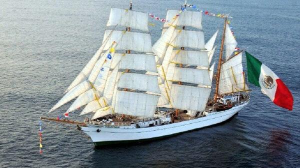 """Video: """"El caballero de los Mares"""" el buque escuela Cuauhtémoc, navega hacia Dubai"""