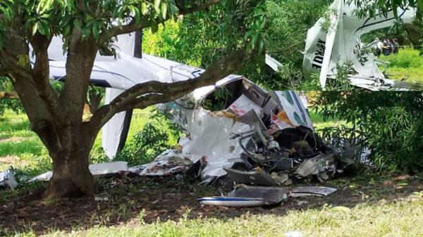 Se desploma avioneta en un rancho; muere el piloto tras el impacto