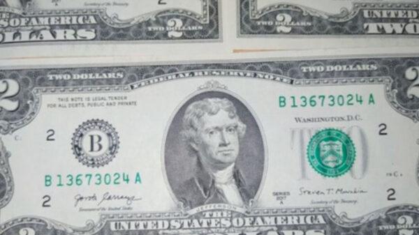 Traer un billete de dos dólares en la billetera ¿atrae suerte?
