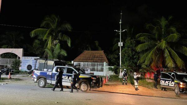 Envían al Cereso de Chetumal a 100 reos de cárcel de Playa del Carmen.