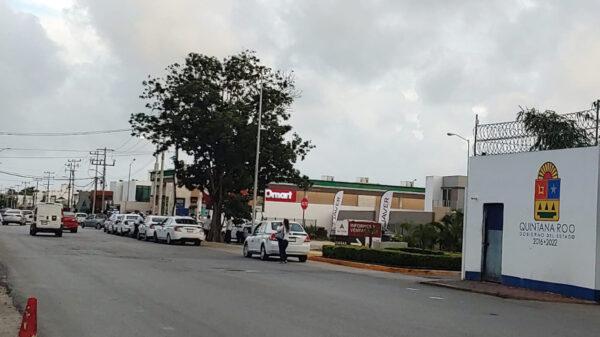 Cancún: Protestan taxistas en base de la Policia Quintana Roo en la SM 501