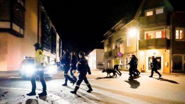 Sujeto ataca con arco y flecha a varias personas; hay varios muertos