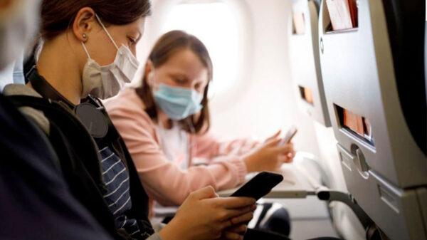 Adolescentes y niños podrán viajar a EU sin estar vacunados contra el covid-19