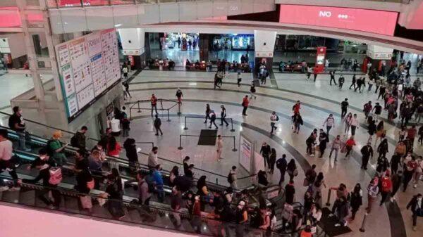 ¡Tragedia familiar! Quinceañera se lanza del tercer piso de centro comercial en la CDMX