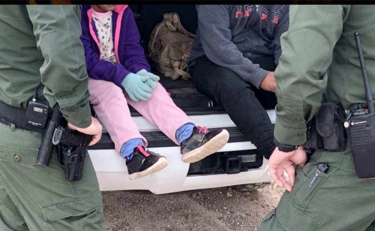Rescatan a menor de 7 años abandonada por traficante de migrantes