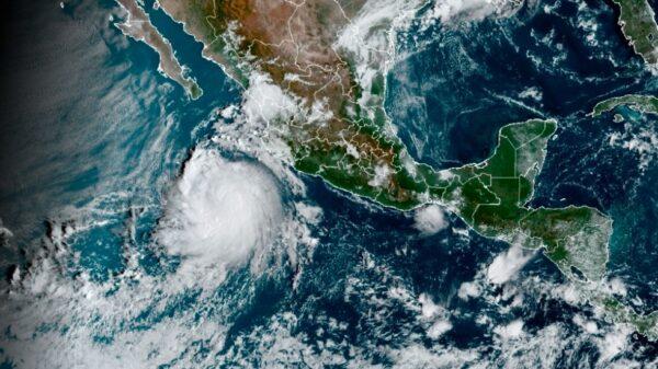 Se forma el huracán 'Pamela' frente a costas de Jalisco.