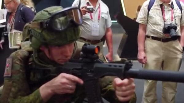 Video: Rusia presenta equipamiento de sus soldados del futuro