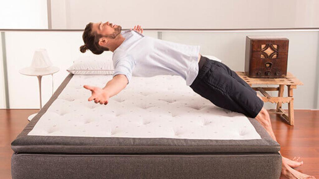 está diseñado para las parejas, es un poco más amplio que el colchón
