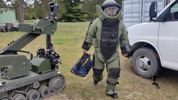 Capacitan a grupo anti explosivos de Sedena en Canada