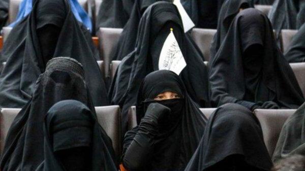 Talibanes dejará que las mujeres afganas cursen la secundaria