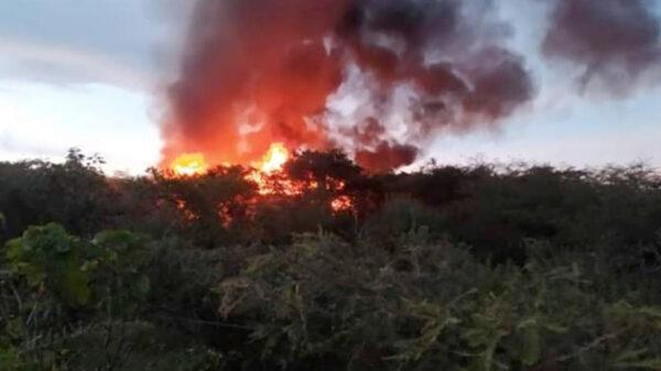Se vuelca e incendia autobús turístico y deja 12 lesionados