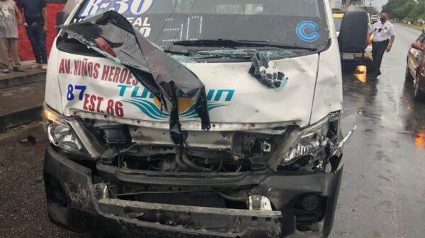 Choque entre combis deja 7 lesionados en Cancún.