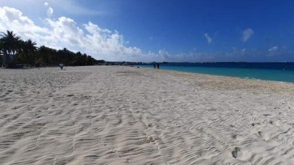 Busca actual administración de Isla Mujeres recuperar banderas azules en playas.