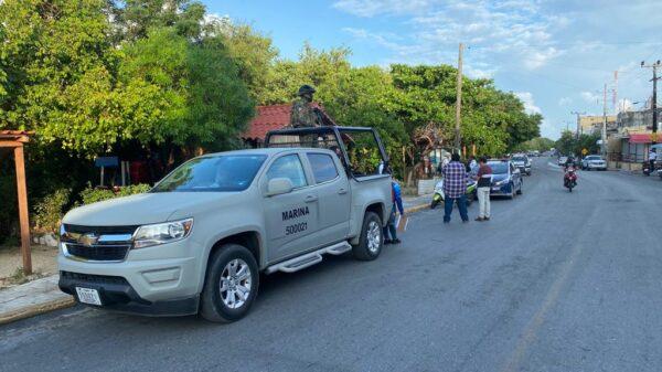 Isla Mujeres: Retiran decenas puestos ambulantes en la carretera al Parque Garrafón.