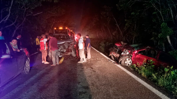 Brutal choque deja varios lesionados cerca de Leona Vicario
