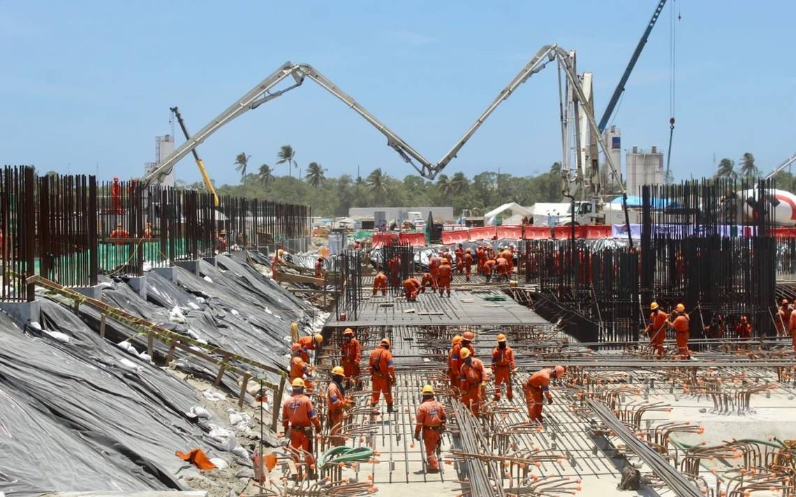 Anuncia AMLO que la refinería de Dos Bocas se llamará 'Olmeca'.