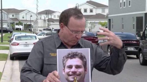 Sujeto mata a tres de sus compañeros con un bate y un cuchillo en Florida