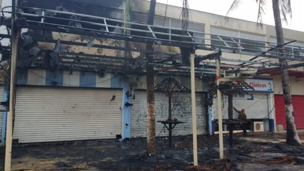 Cancún: Incendian La Palapita de la avenida Kabah.