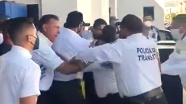 Suspenden a agentes de tránsito de Cancún tras zafarrancho en agencia automotriz
